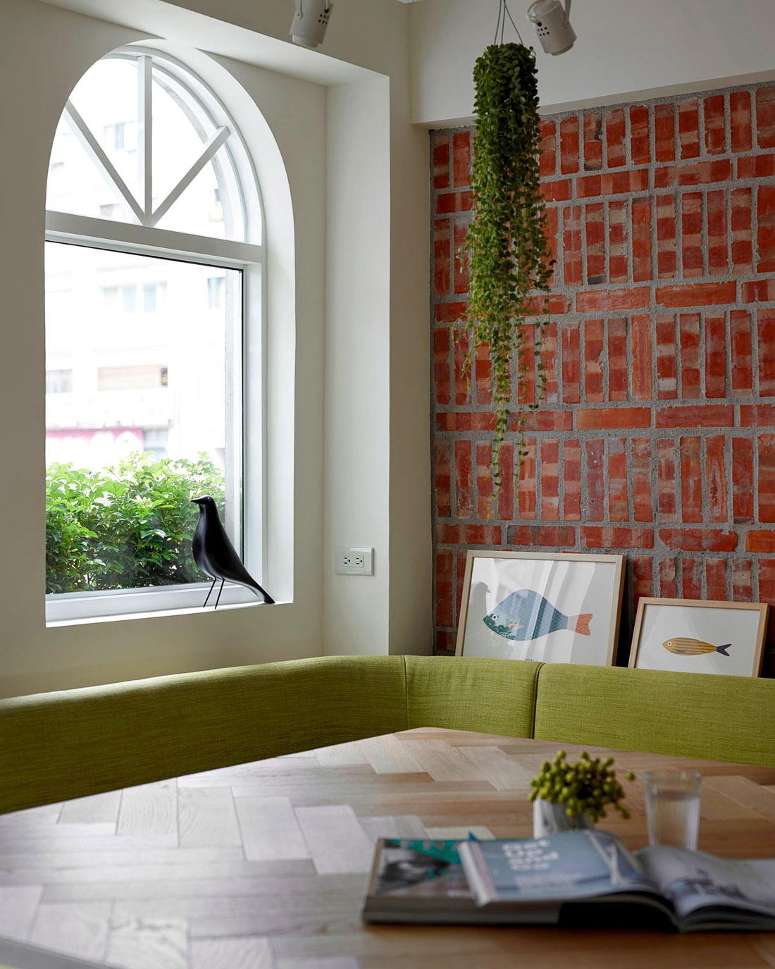 Столовая в современной квартире, фото