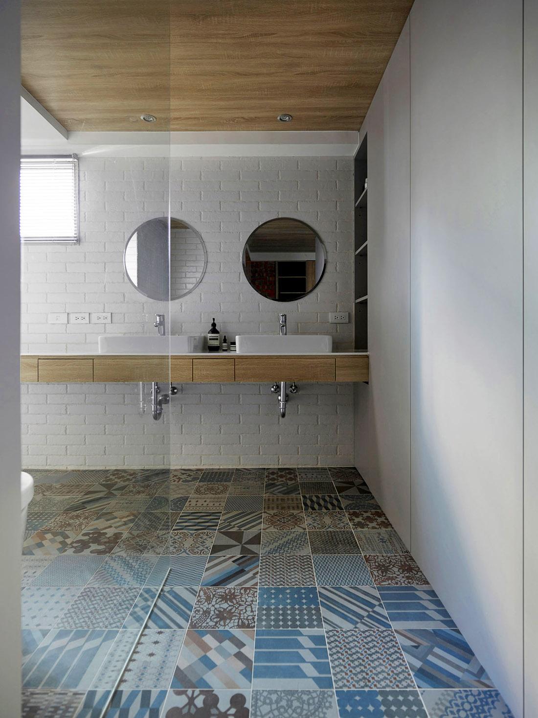 Современная ванная с душевой кабиной, фото
