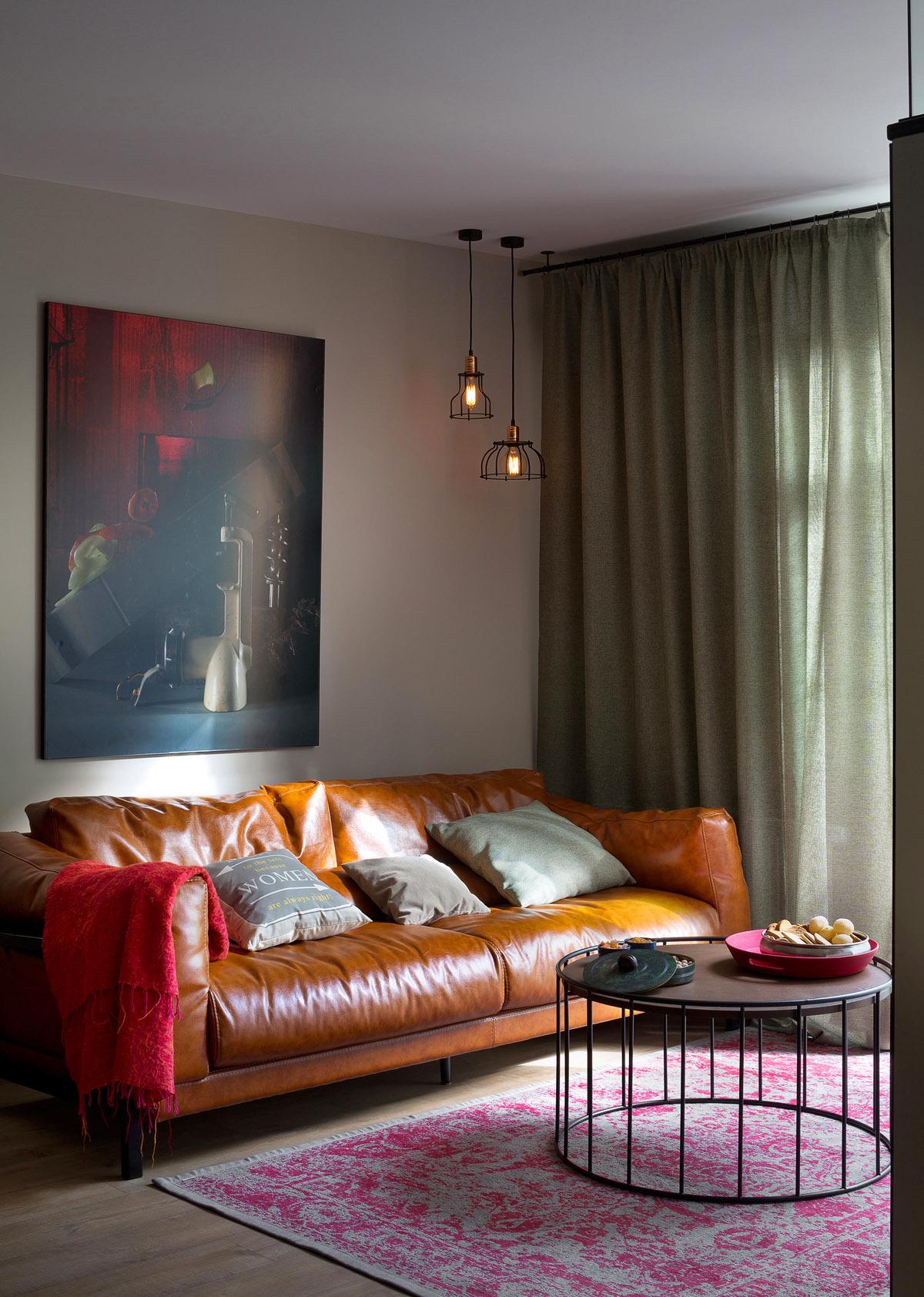 Кожаный диван в гостиной, дизайн интерьера, Киев, Украина, фото