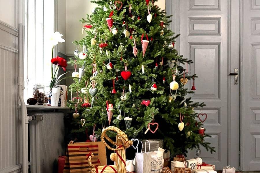 25 идей декора новогодней ёлки, фото