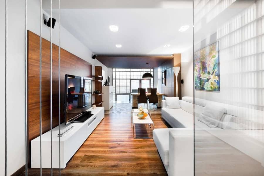Дизайн узкой длинной комнаты на примере квартиры в Барселоне, фото