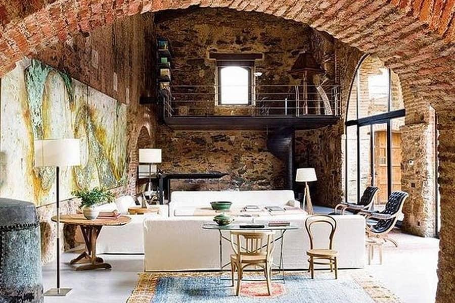 Дом испанского дизайнера в средневековом деревенском стиле, фото