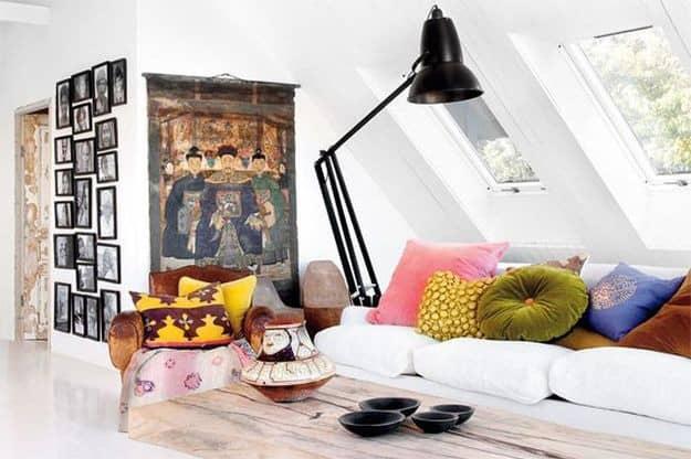Необычный интерьер частного дома с винтажной мебелью, фото