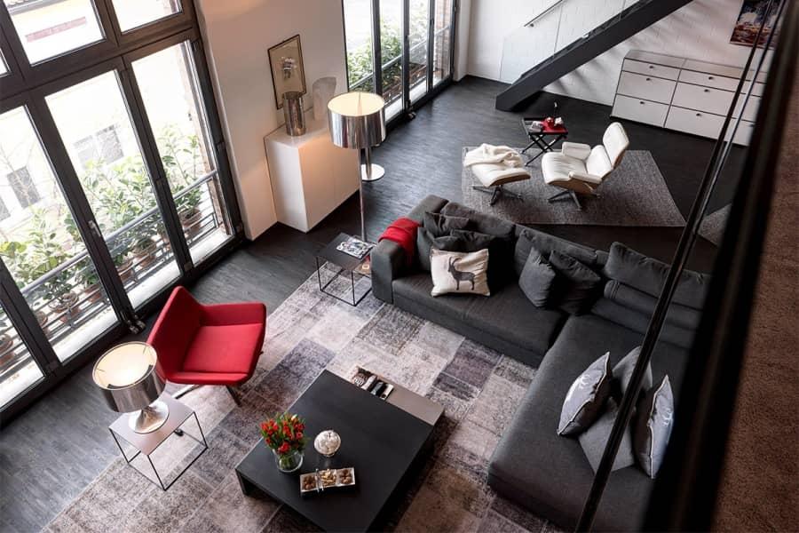 Прикосновение Chanel: свежий облик квартиры в индустриальном стиле, фото