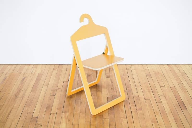 Розкладний стілець-вішалка — два в одному, фото