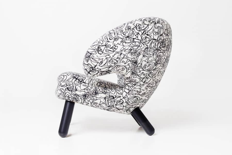 Юбилейная версия культового стула-пеликана от Финна Юля, фото