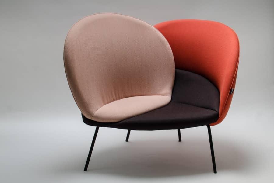 Чудесное превращение необычной подушки в удобное мягкое кресло, фото